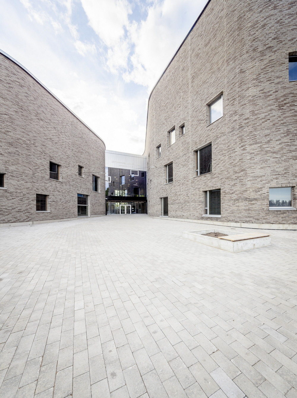 Школа, детский сад и библиотека в Финляндии