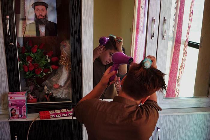 Почему в Афганистане некоторых девочек воспитывают как мальчиков