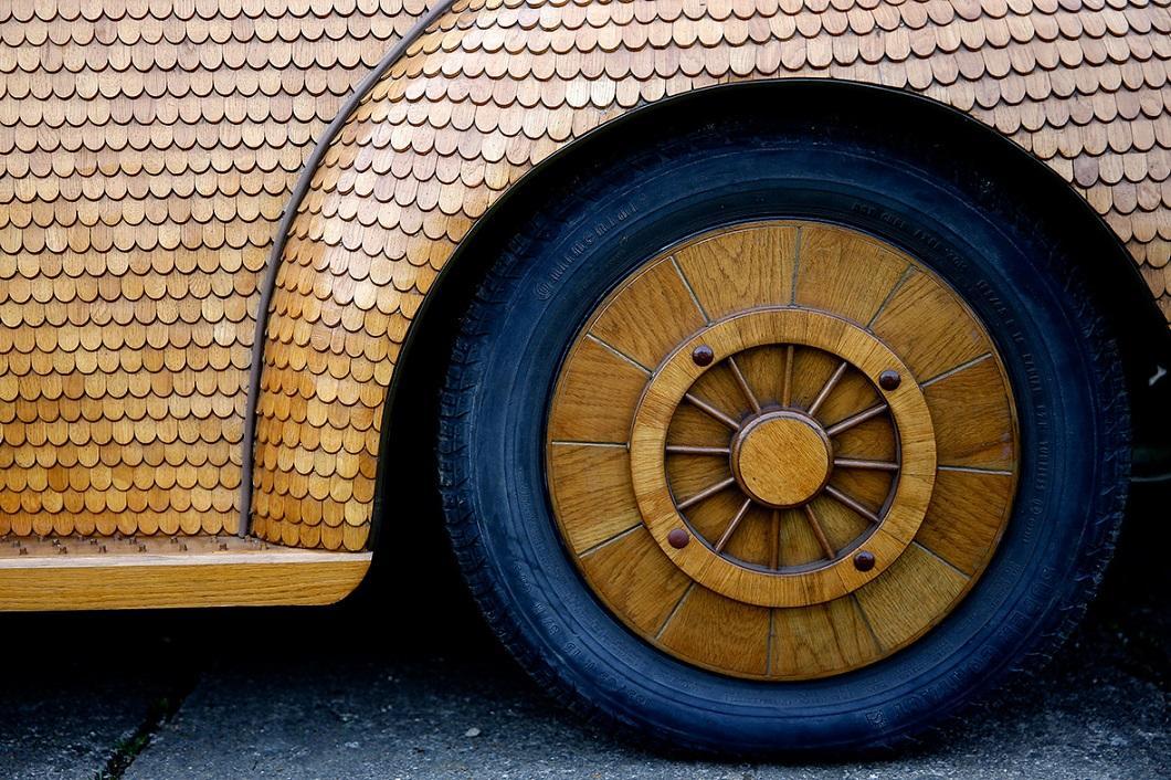 Фольксваген-жук из 50 000 отдельных кусков дуба