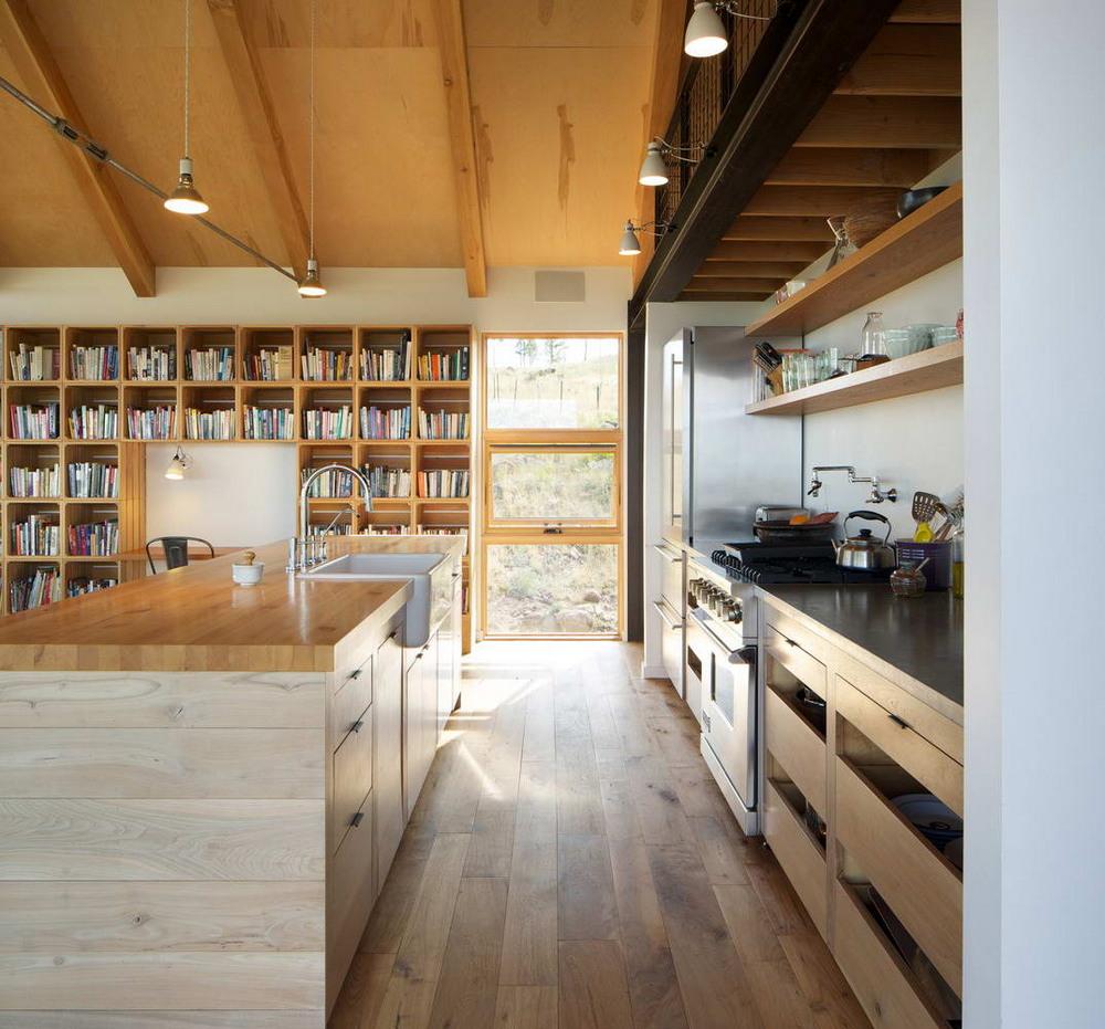 Небольшой дом для семьи на склоне в США
