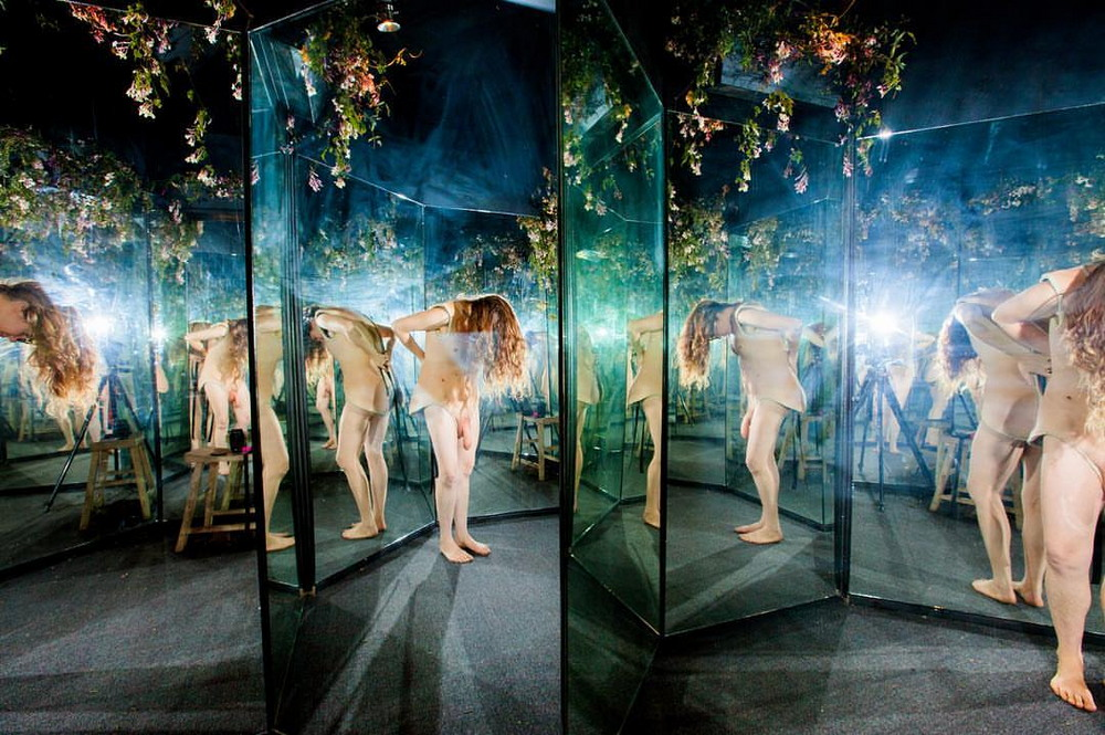 Выставка, где можно влезть в тела других людей