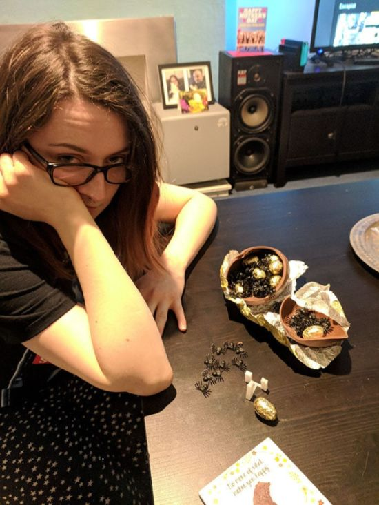 Первоапрельский розыгрыш с шоколадным яйцом