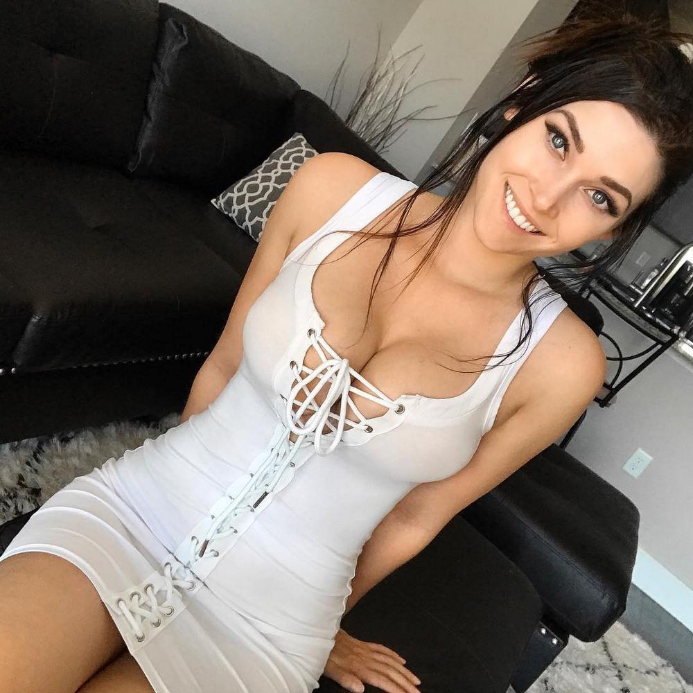 Красивые девушки и их притягательные формы