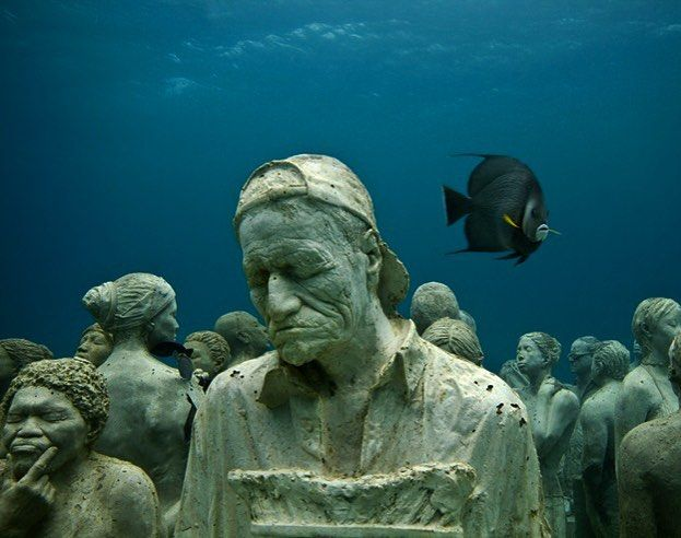 Музей с 300 фигурами в натуральную величину на глубине 15 метров