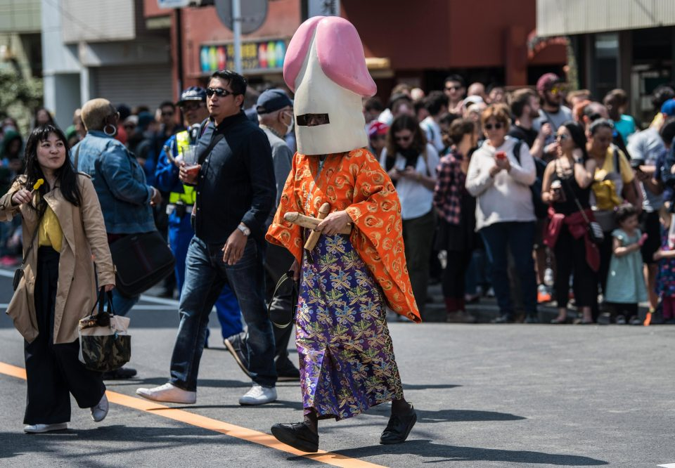 Ежегодный фестиваль стального фаллоса в Японии