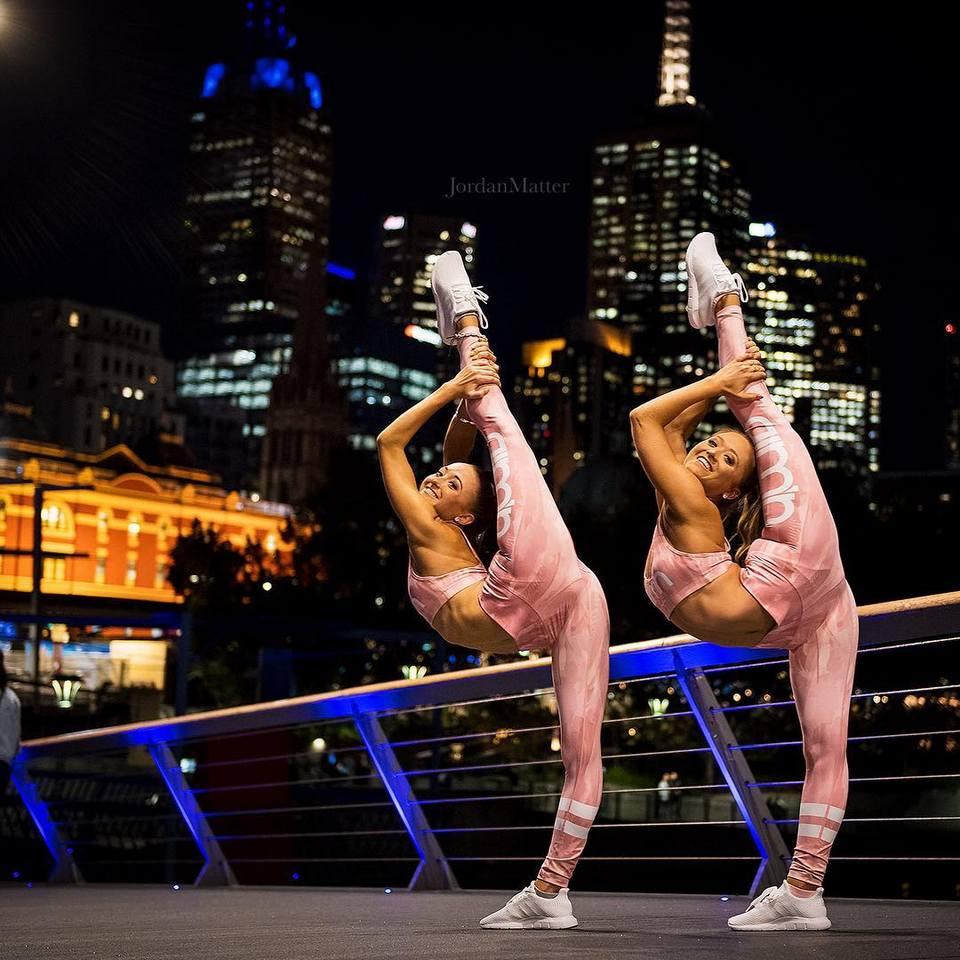 Близняшки-акробатки из Австралии покорили интернет своими трюками