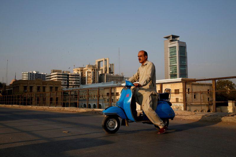 Пакистанские фанаты скутеров Vespa