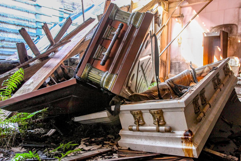 Прогулка по заброшенному похоронному бюро во Флориде