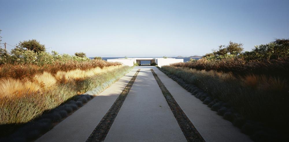 Белоснежная вилла на острове Парос в Греции