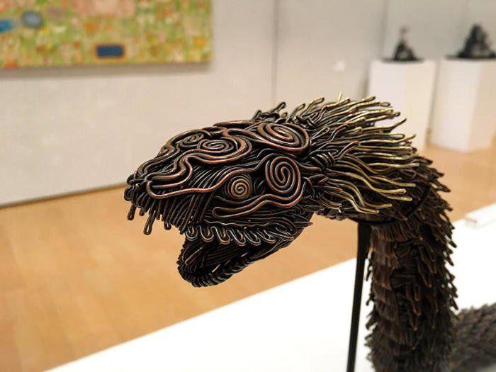 Художник делает невероятные скульптуры из проводов