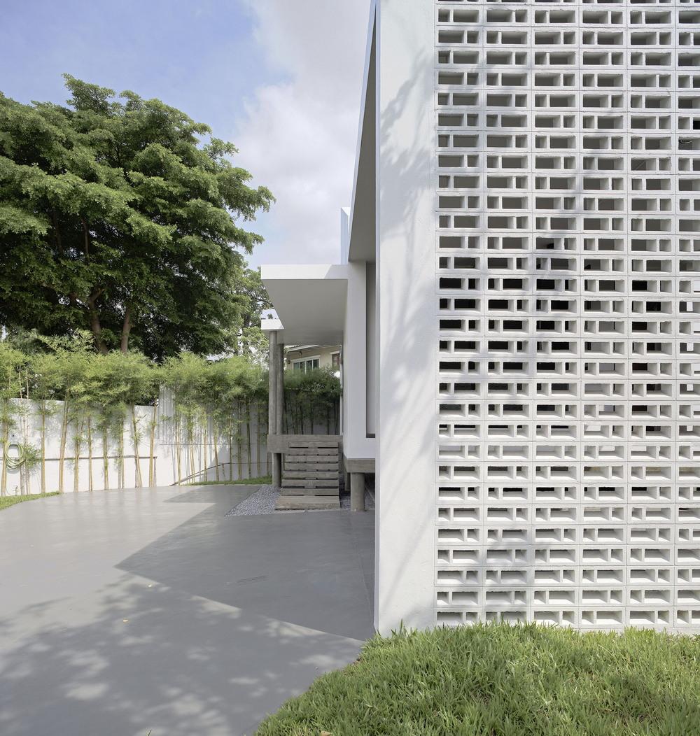Белый дом рядом с Бангкоком