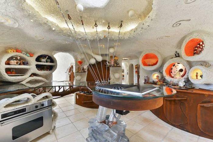 Странный особняк выставлен на продажу