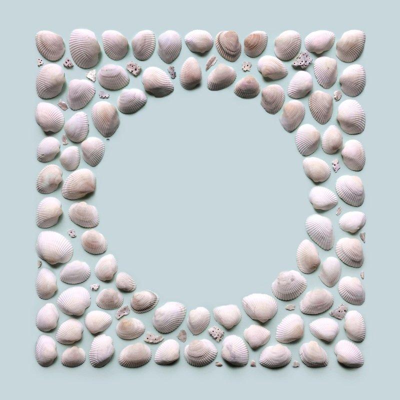 Повседневные предметы, уложенные в геометрические формы