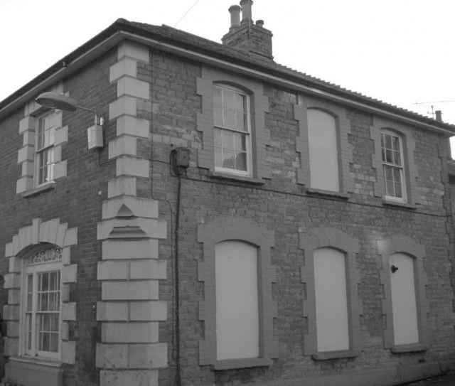 Дома с заложенными кирпичом окнами в Великобритании