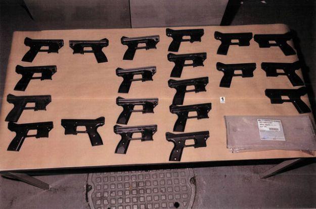 Продукция подпольной оружейной фабрики в Канаде