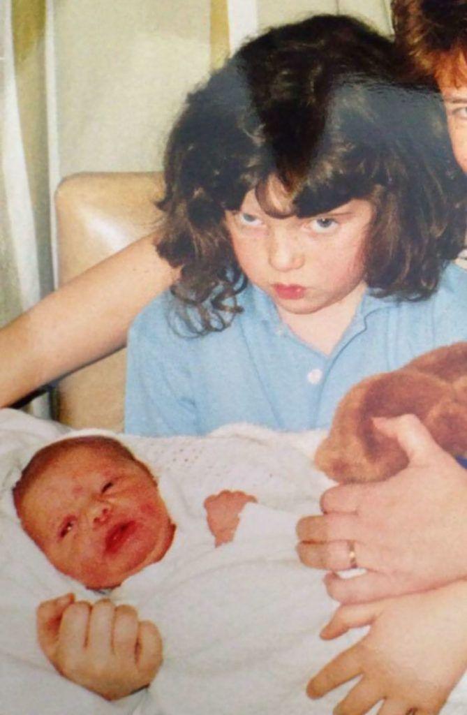 Недовольные дети не рады появлению в семье младшеньких