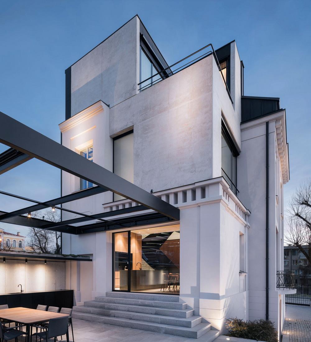 Старый дом из современного бетона в Болгарии