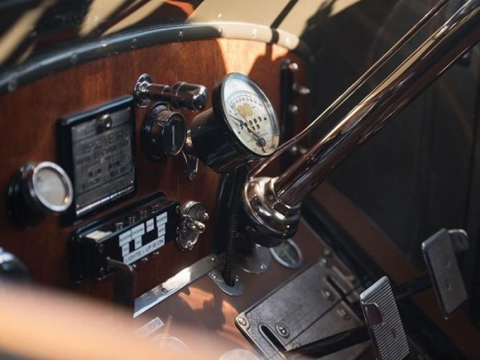 Олдтаймер Lozier Model 51 Seven-Passenger Touring 1911