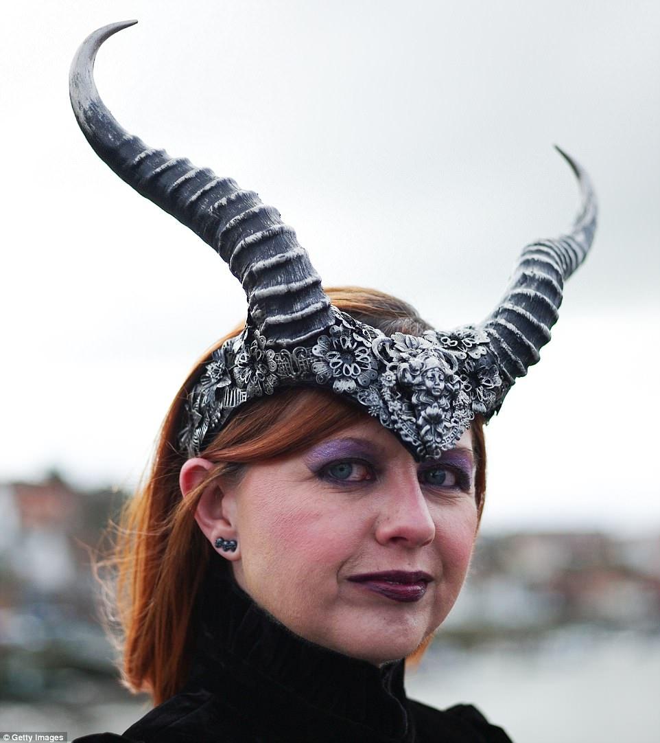 Вампиры, демоны и другая нечисть на фестивале готов в Уитби