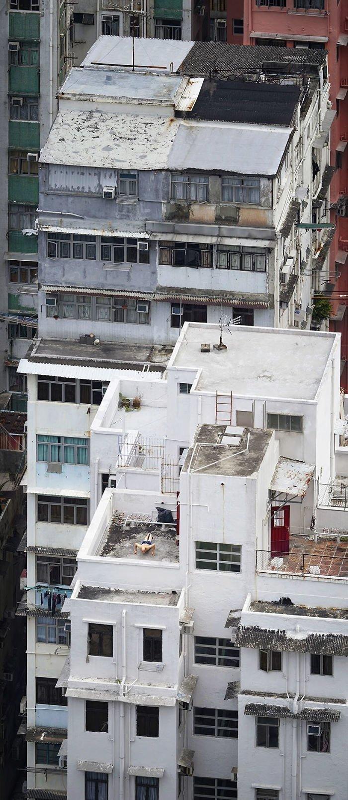 Жизнь на крышах Гонконга от французского фотографа
