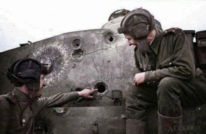 Военная техника выдержала попадание снаряда