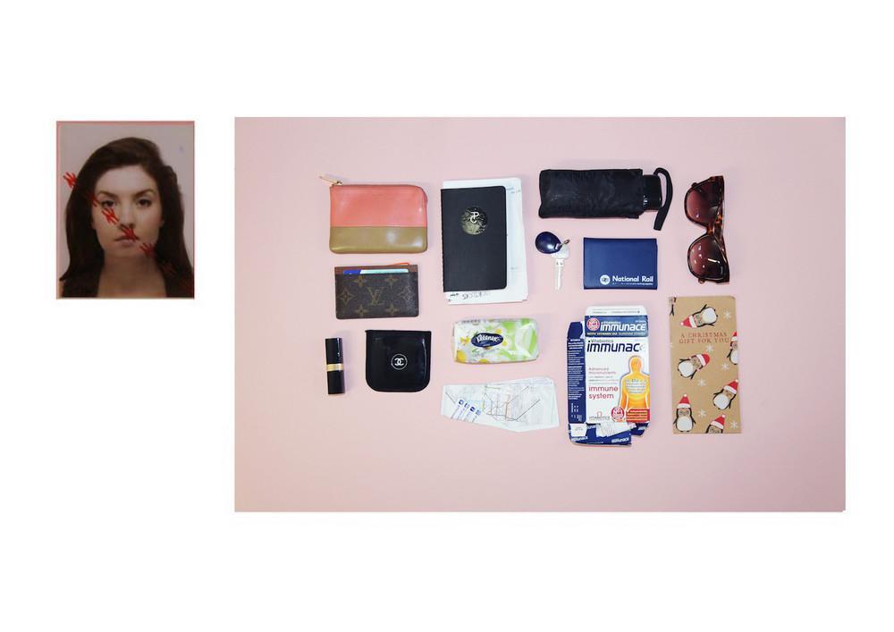 Что носят в своих сумочках британки