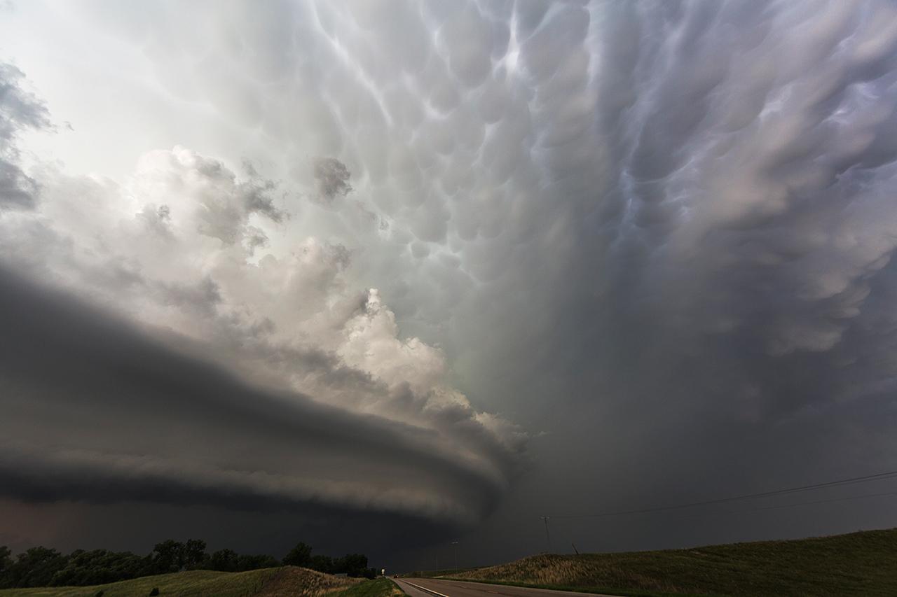Грозовые бури и торнадо на снимках Камиллы Симэн