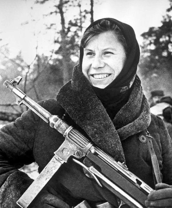 Очаровательные улыбки женщин-военнослужащих Красной армии