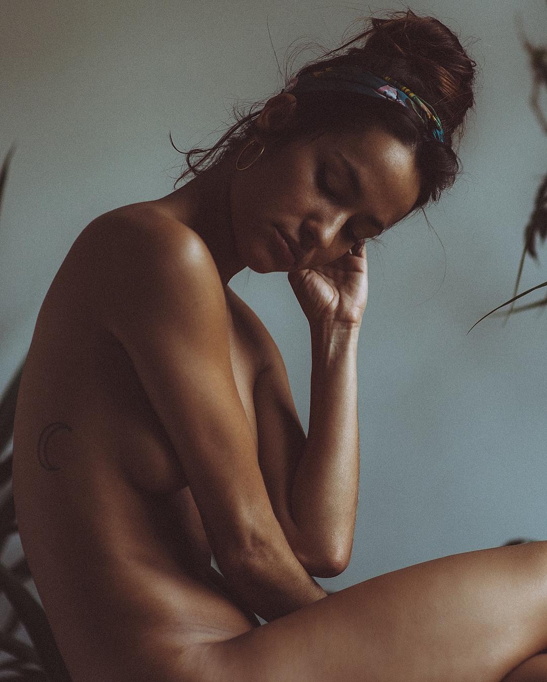 Красивые девушки на снимках фотографа Дейвиса Малты