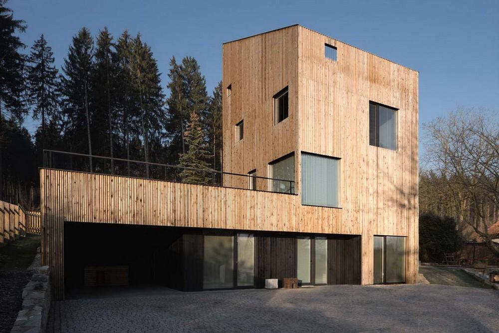 Дом-башня на краю леса в Чехии