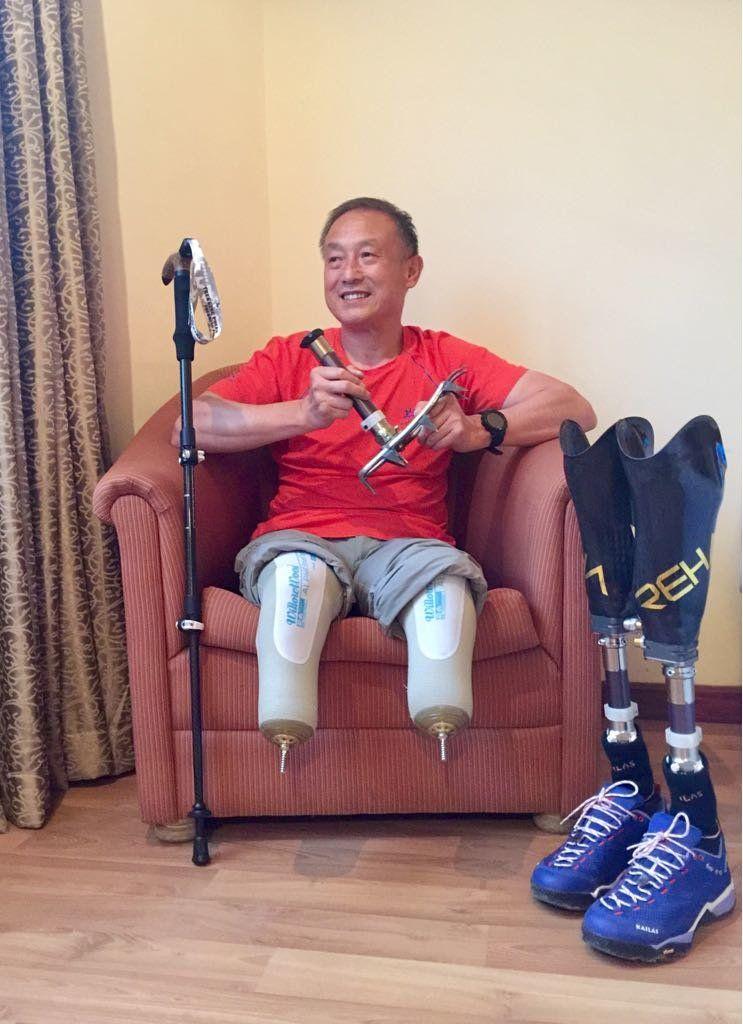 69-летний безногий онкобольной альпинист покорил Эверест