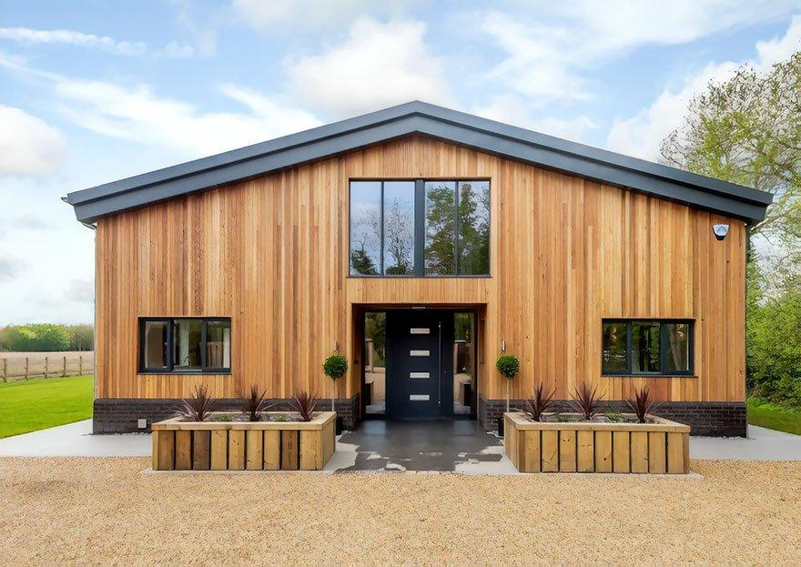 Британец превратил старый сарай в роскошный дом