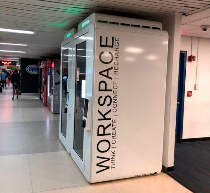 Приватные будки, чтобы отгородиться от суеты аэропорта