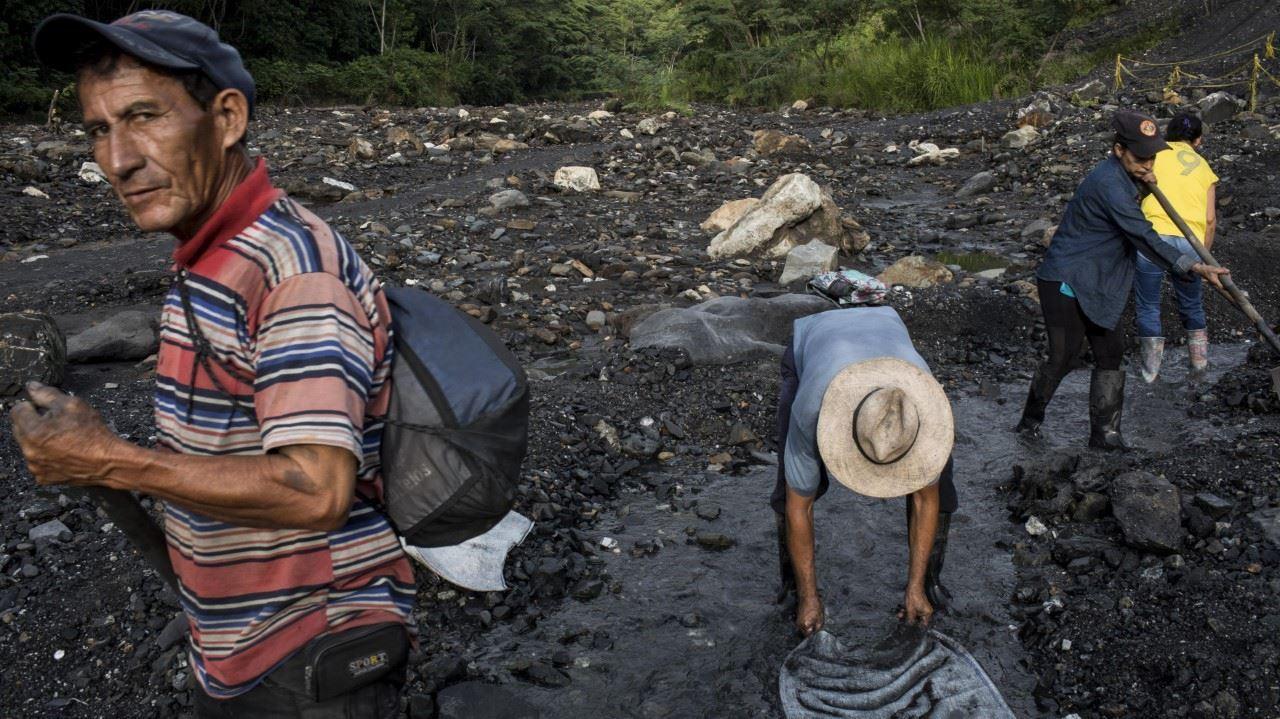 Нелегальная добыча изумрудов в Колумбии