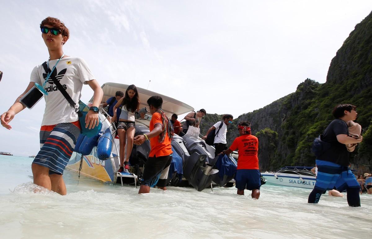 Райский пляж в Таиланде закрывают для туристов