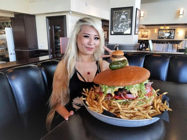 Съев этот бургер, можно заработать 500 долларов