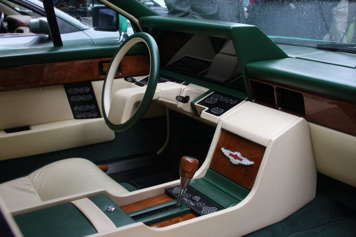 Салон Aston Martin Lagonda напоминает кабину самолета