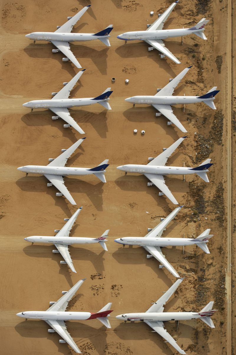Кладбище новых авто и парк самолетов в пустыне