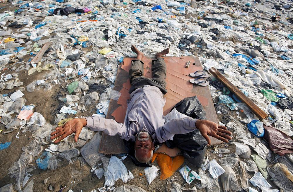Грязь и пластиковый мусор Индии