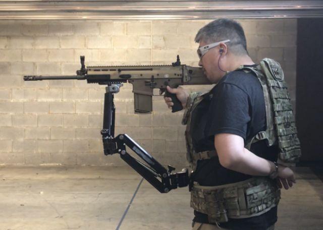 Американские солдаты тестируют третью руку