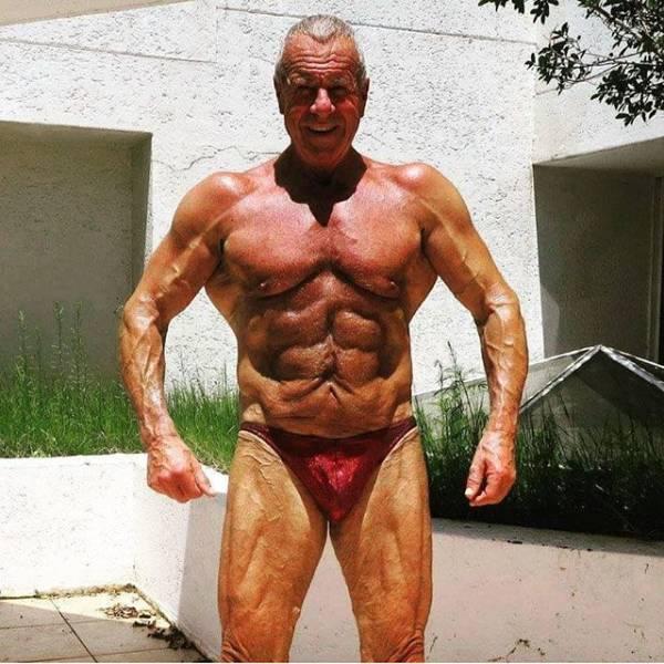 Пожилые мужчины, которые находятся в прекрасной форме