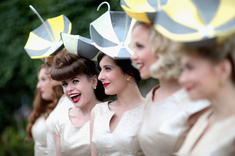 Необычные и безумные шляпы на ежегодных скачках Royal Ascot