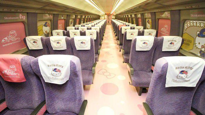 Скоростной поезд в стиле Hello Kitty в Японии
