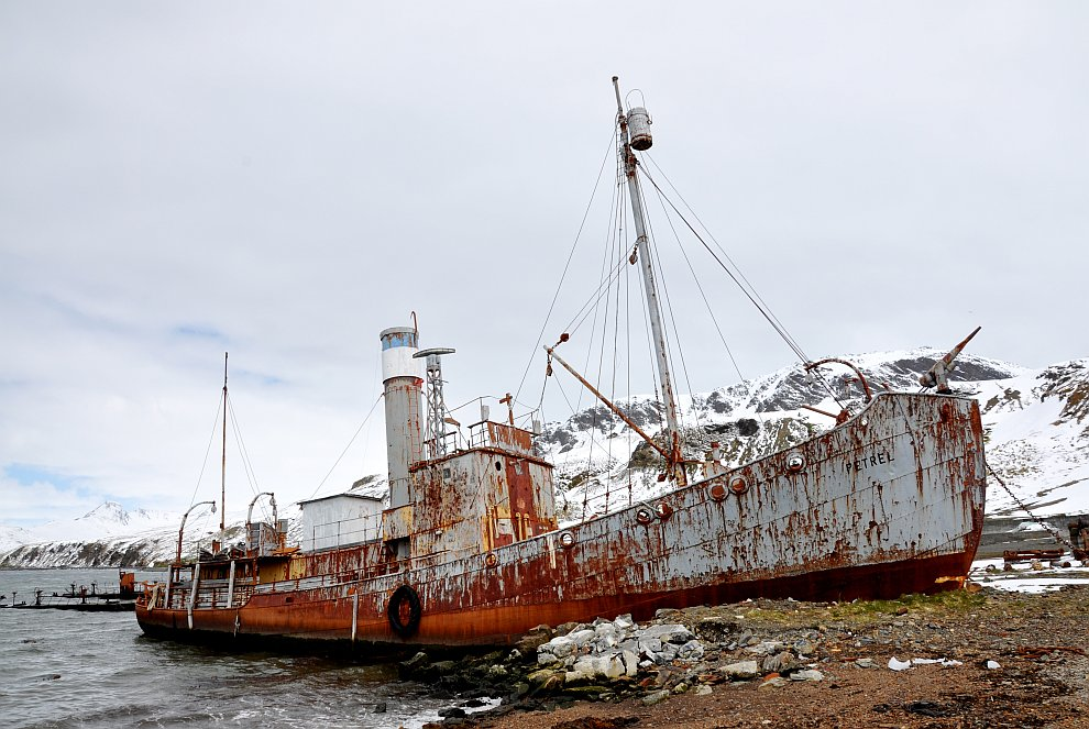 Заброшенные корабли на снимках