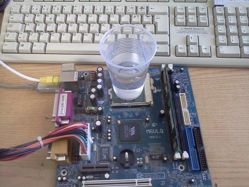 Забавные способы охладить компьютер в жару