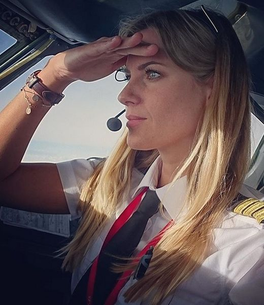 Пилот из Швеции, которая ранее работала парикмахером