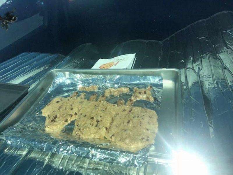 Конкурс печенья, приготовленного на приборной панели авто