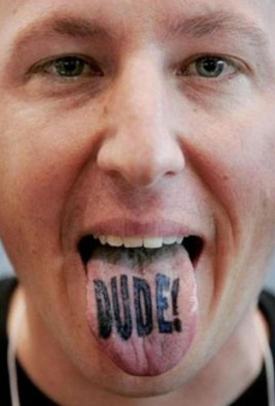 Новый модный тренд: татуировки на языках