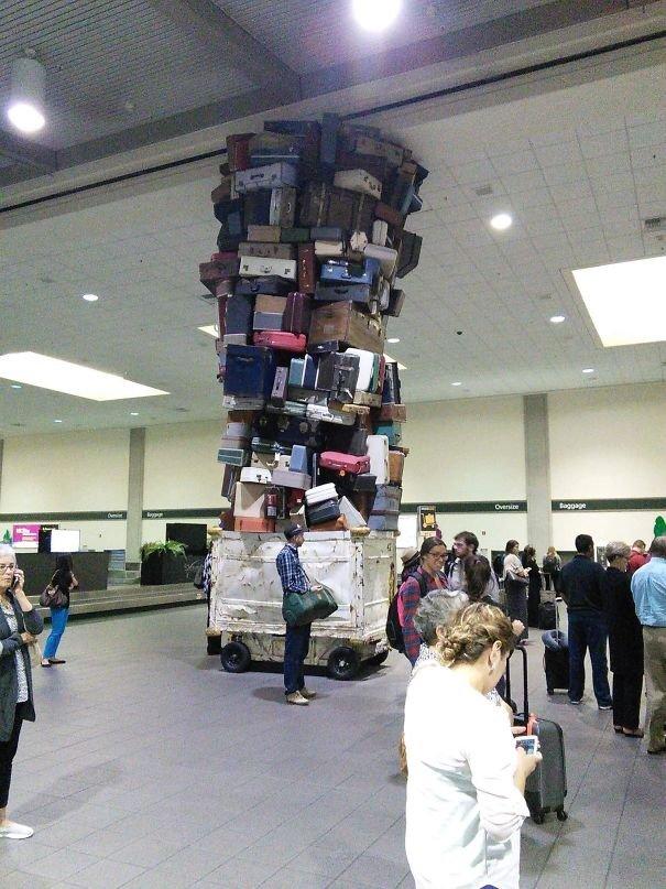 Прикольные снимки из аэропортов разных стран