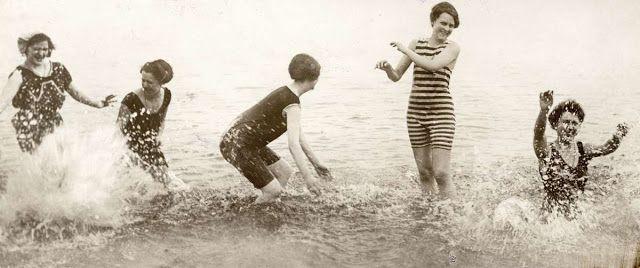 Как отдыхали на пляжах в начале XX века